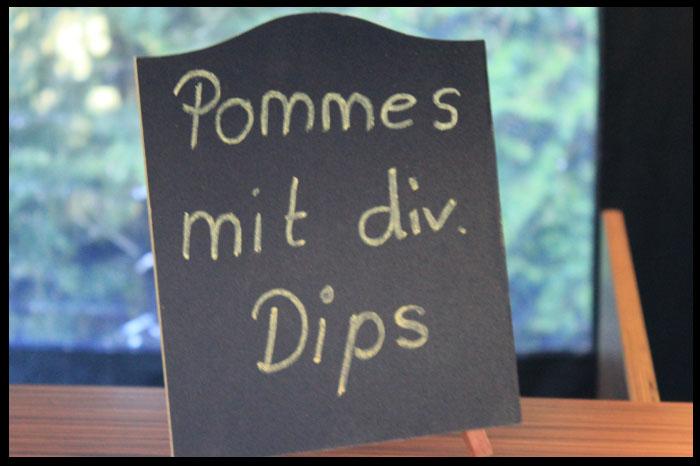Pommes-mit-diversen-Dips
