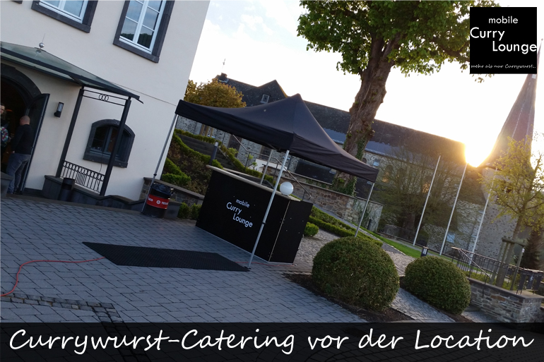 Currywurst-Catering vor der Location